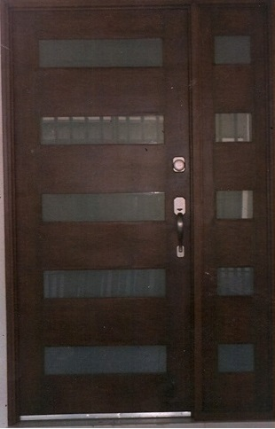 Pin puertas modernas acero thermopro aluminio genuardis for Puertas principales de forja